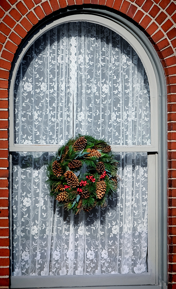 lace_window_wreath