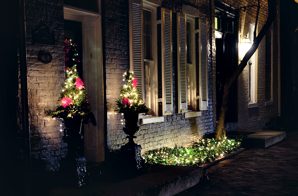 night_frederick_holiday_lights