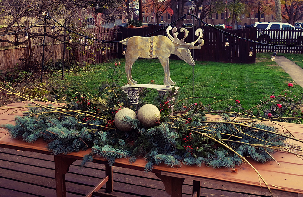 outdoor_holiday_table_decor