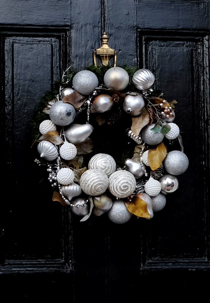 silver _wreath_black_door