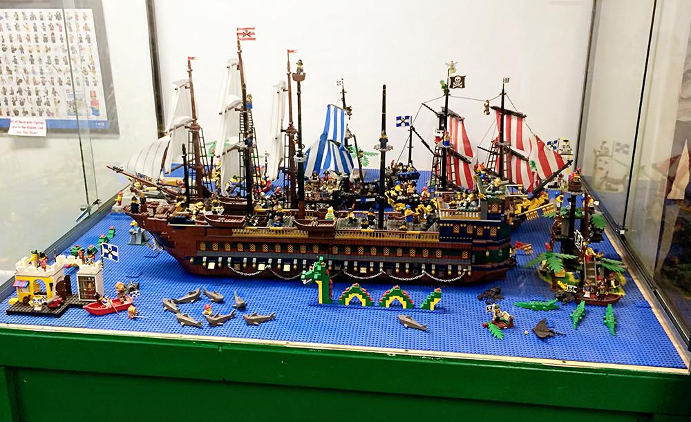 lego_pirate_boat