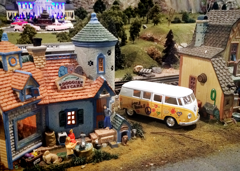 toy_Train_buildings_peace_van